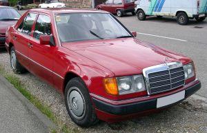 Baujahr Auto: 1989. Baujahr Fahrzeughalter: Hundert Jahre früher.